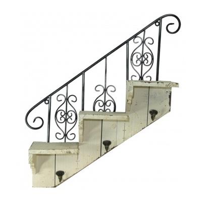 wieszak schody z metaloplastyki
